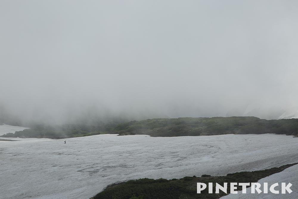 緑岳分岐から白雲岳避難小屋への雪渓