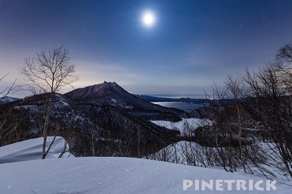 恵庭岳と支笏湖とオコタンペ湖と月