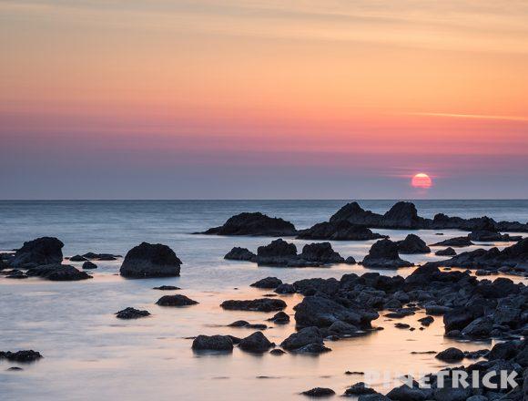 岩 海 日本海 北海道 夕日