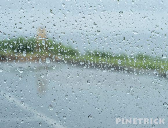 北海道  雨 雨粒 窓ガラス