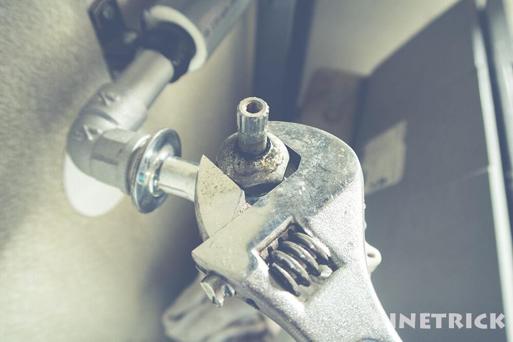 蛇口 水栓 水漏れ 修理 カバーナット モンキーレンチ