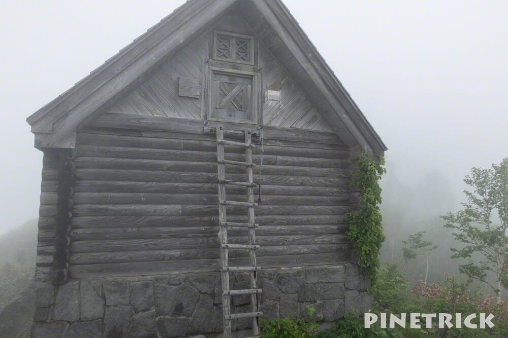 神居尻山 登山 避難小屋 冬季 階段 入口