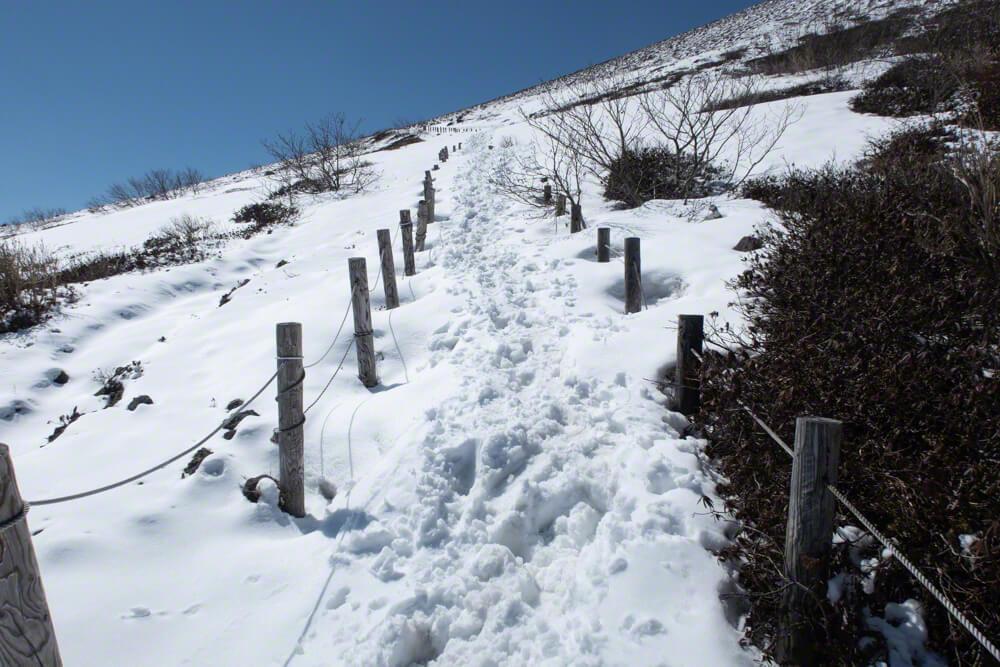 樽前山 登山道 ツボ足 木階段