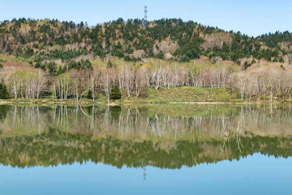 当別町 ミラー 鏡面 写り込み 新緑 ダム湖 北海道