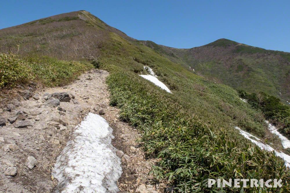 ニセコアンヌプリ 山頂 登山道 残雪 5月