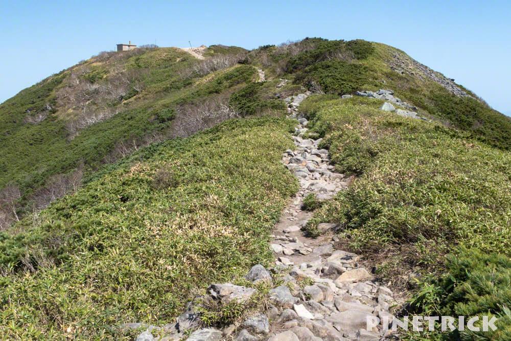 ニセコアンヌプリ 山頂 登山道 ガレ 5月 避難小屋
