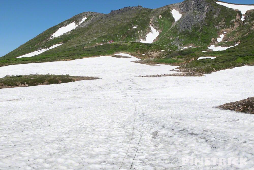 白雲岳避難小屋 板垣新道 残雪 ロープ 雪渓 登山 北海道