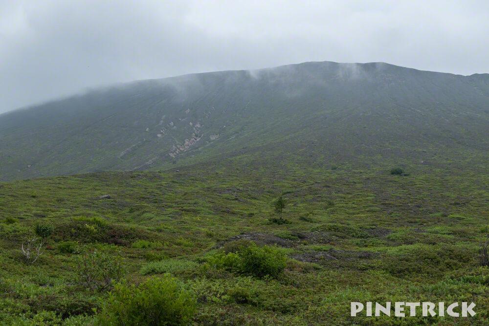 樽前山 東山山頂 山肌 雨裂 ガス 登山