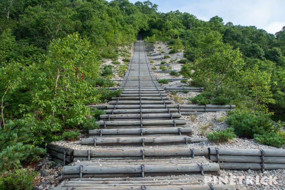 イワオヌプリ 階段 登山口 連続