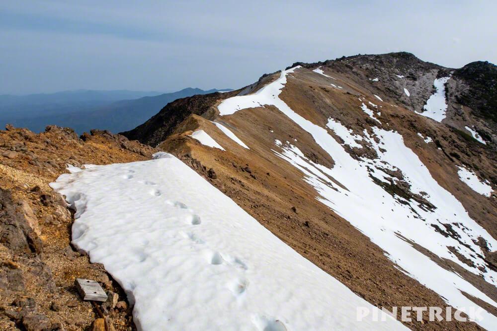 愛山渓温泉 登山 北海道 比布岳 稜線 残雪 分岐 足跡