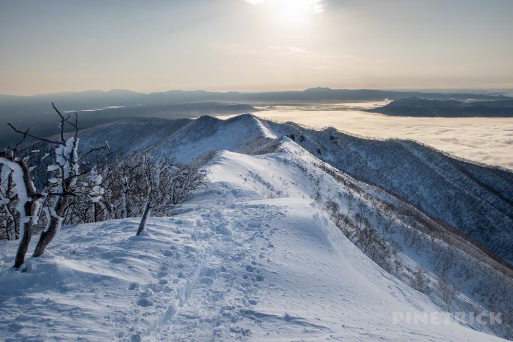 藻琴山 下山 冬山 北海道 稜線 道東 朝日 トレース 屈斜路湖 雲海