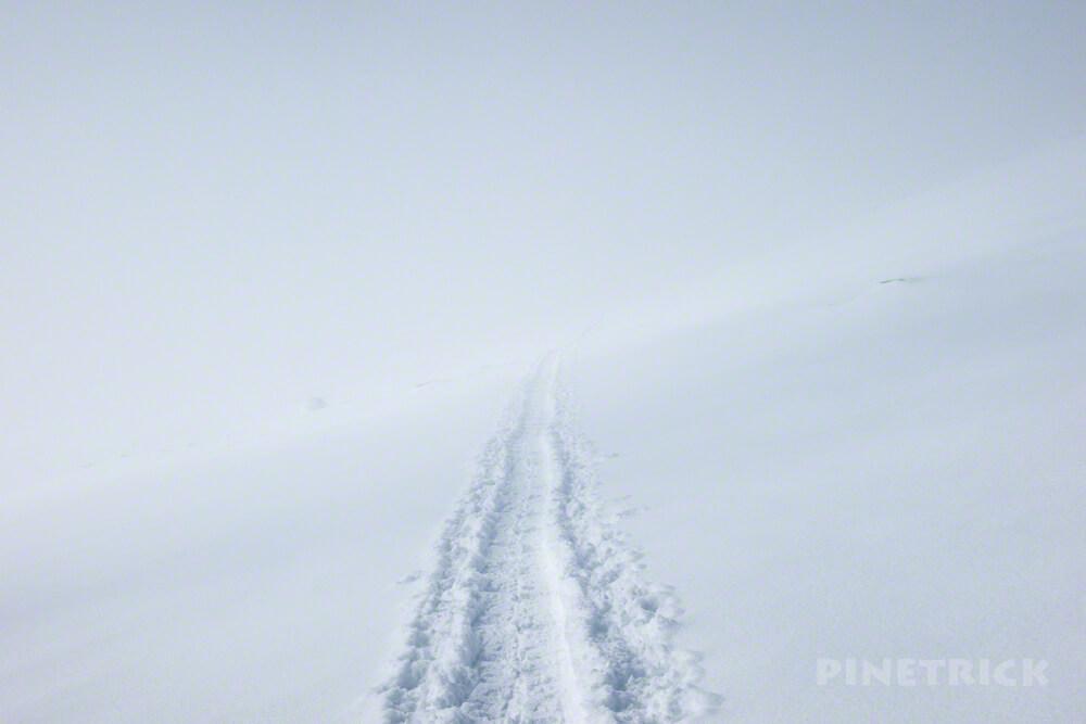 大雪山 旭岳 北海道 登山 冬山 ホワイトアウト スノーシュー 神秘的