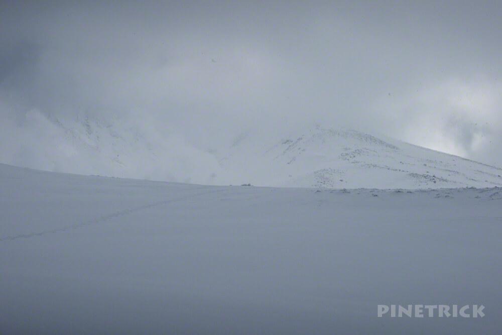 旭岳 悪天候 登山 冬山 北海道 スノーシュー スノーボード 山スキー