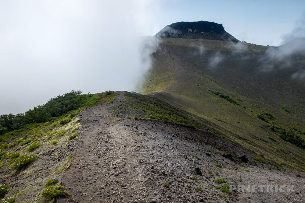 樽前山 溶岩ドーム 雲海 ガス 932  北海道
