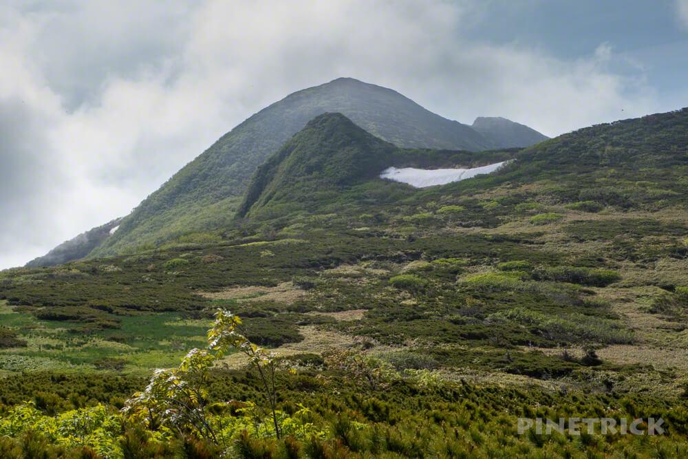 夕張岳 登山 北海道 花の百名山 釣鐘岩 山頂 雪渓