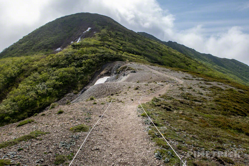 夕張岳 登山 北海道 花の百名山 吹き通し ロープ 山頂