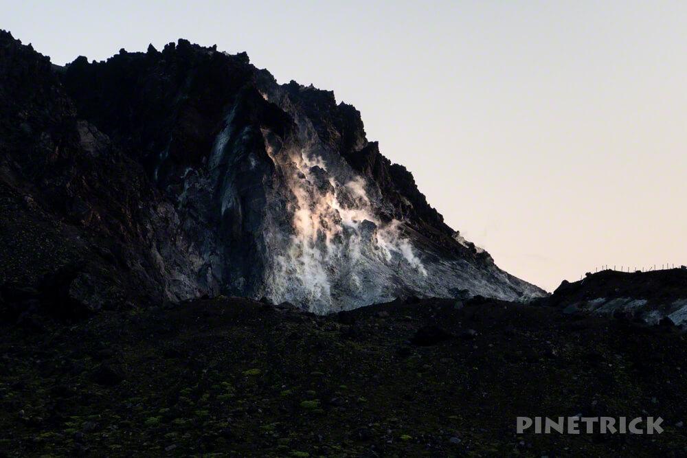 樽前山 溶岩ドーム 噴煙 登山 北海道