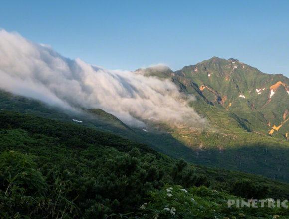 十勝岳連峰 富良野岳 ガス 滝 オレンジ色 朝 ご来光 北海道 絶景