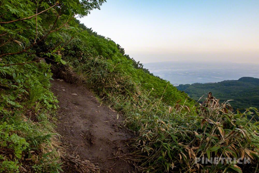 十勝岳温泉登山口 上富良野岳 山道 登山 北海道 縦走