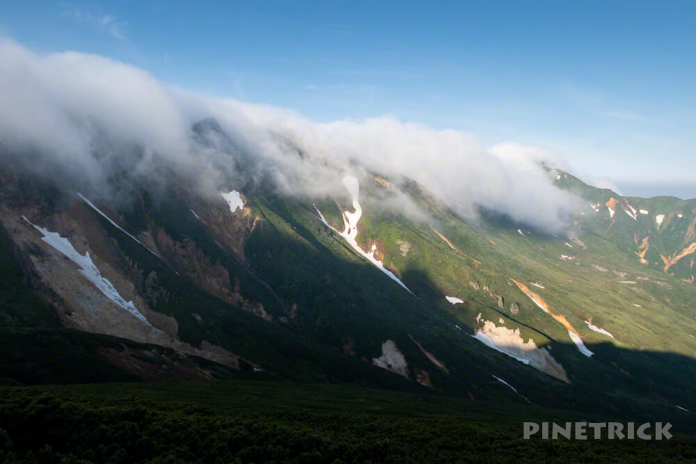 十勝岳連峰 ガス 滝 富良野岳 十勝岳温泉登山口