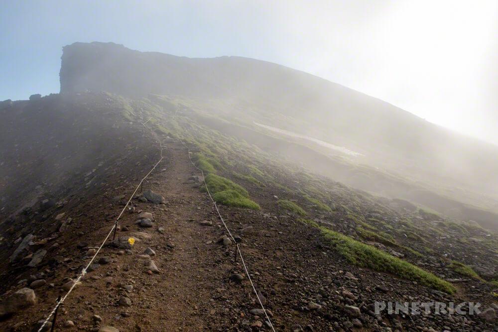 十勝岳連峰 上ホロカメットク山 神々しい ガス 朝日 北海道 登山