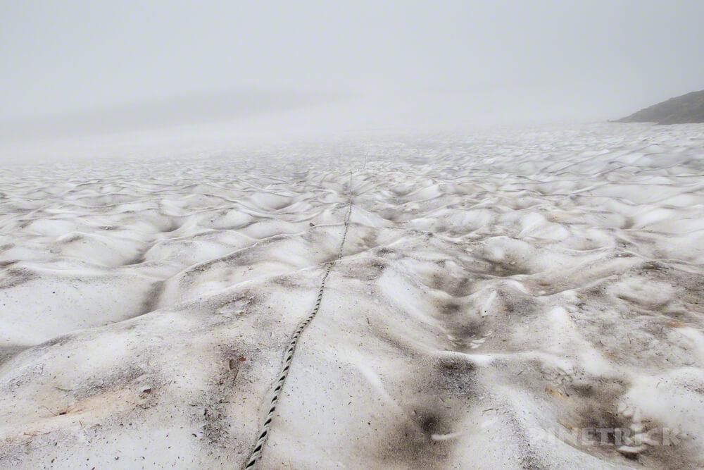 テント泊 縦走 北海道 登山 白雲岳避難小屋 ロープ 雪渓 ルートロス