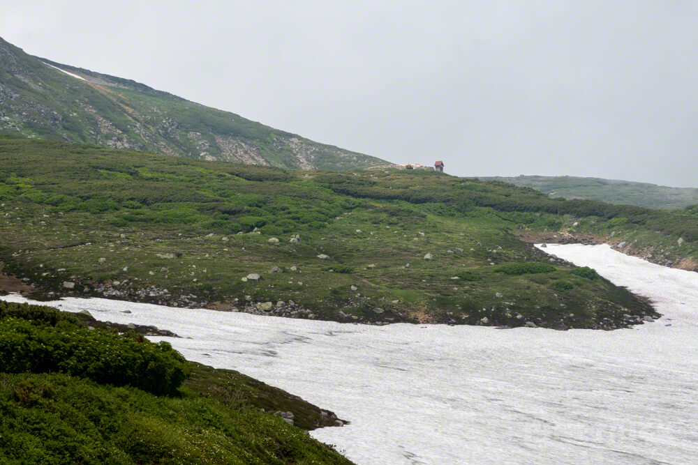 白雲岳避難小屋 雪渓 大雪山 北海道 縦走 登山