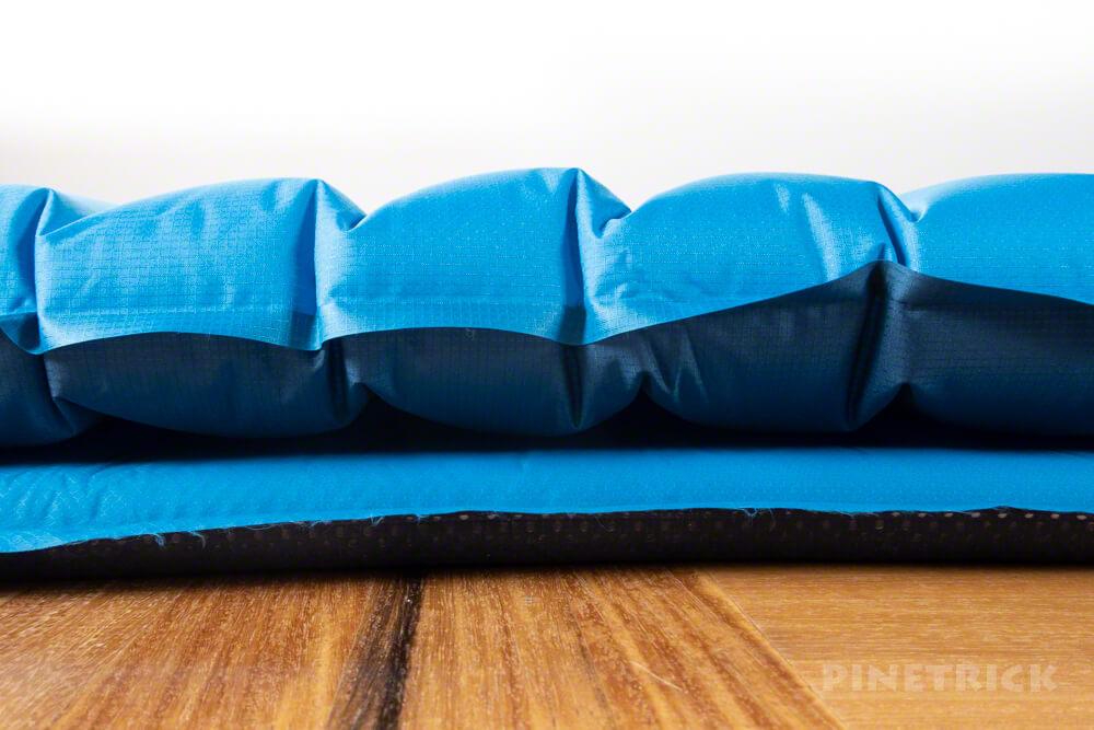 テント泊 寝袋 エアマット イスカ モンベル 比較 軽量 快眠 長さ 足元 シルエット 厚さ
