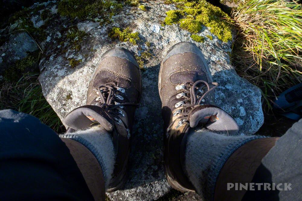 目国内岳 山頂 登山靴 キャラバン c6-02