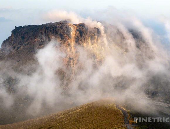 樽前山 溶岩ドーム 噴煙 サンセット登山 西山 北海道