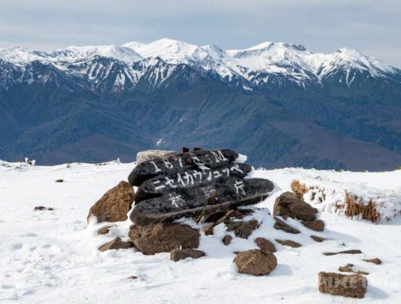 ニセイカウシュッペ山 ニセカウ 登山 北海道 山頂 雪景色 冠雪