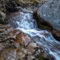 斜里岳 道東遠征Day3 流れている水の下の岩は凍っていない(はず)