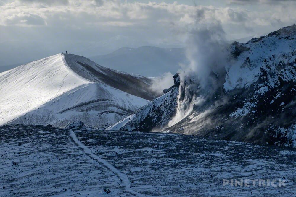 樽前山 東山山頂 溶岩ドーム 噴煙 西山 冬山 北海道 登山