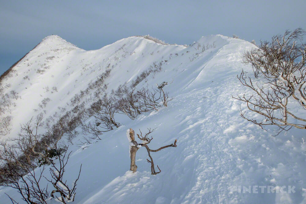 藻琴山 登山 尾根 稜線 雪庇 スノーシュー 北海道 屏風岩