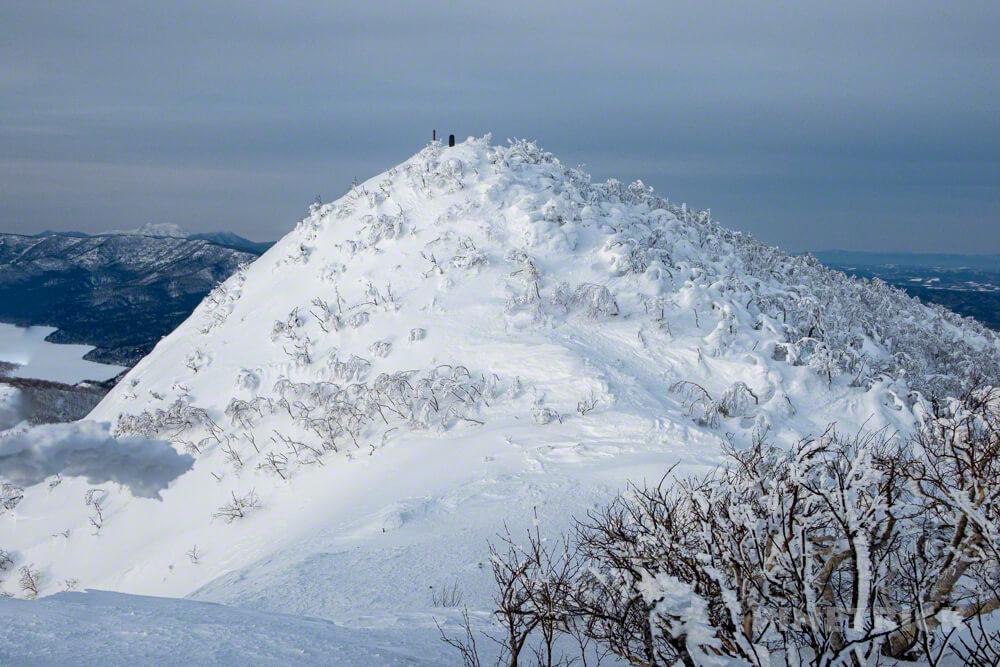 藻琴山 登山 尾根 稜線 雪庇 スノーシュー 北海道