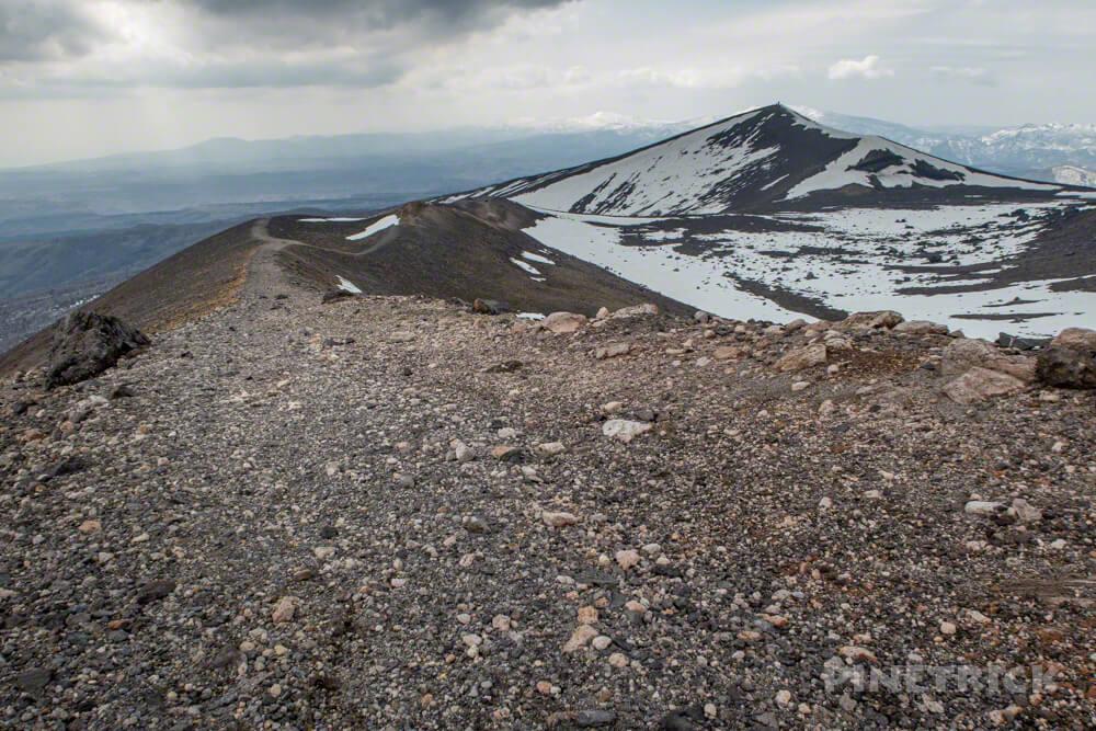 樽前山 溶岩ドーム 西山 噴煙 登山 北海道