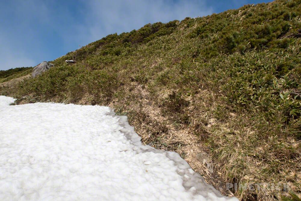 雷電山 残雪 北海道 登山