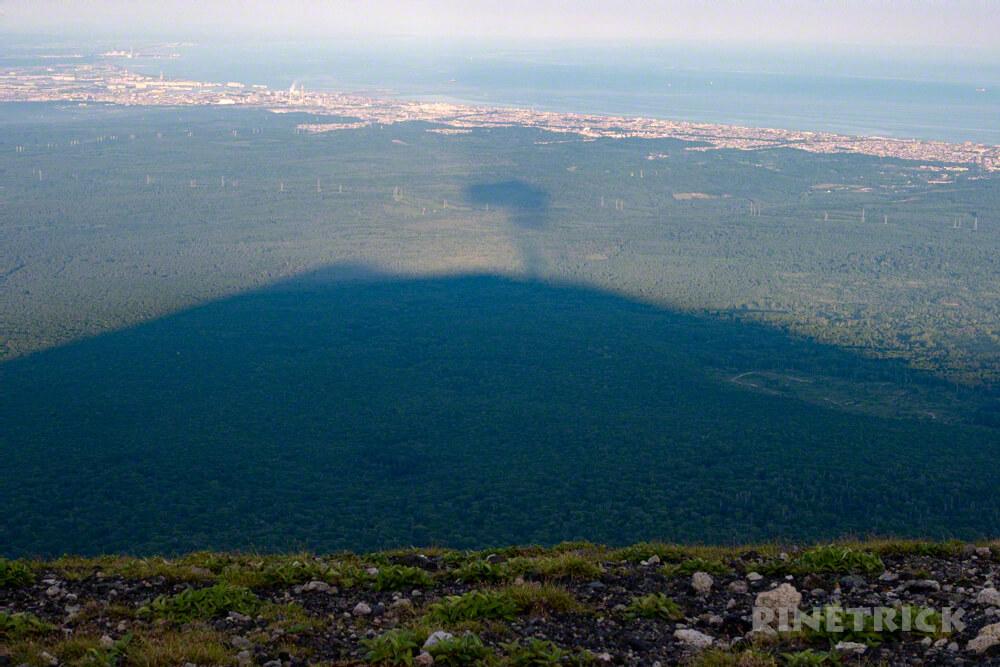 樽前山 登山 北海道 溶岩ドーム 噴煙 シルエット