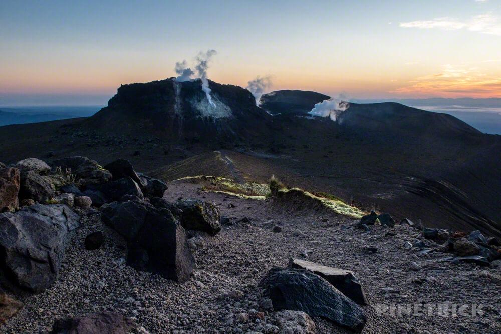 樽前山 登山 北海道 溶岩ドーム 噴煙 西山